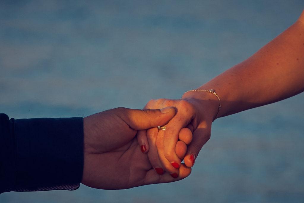 donnes moi ta main